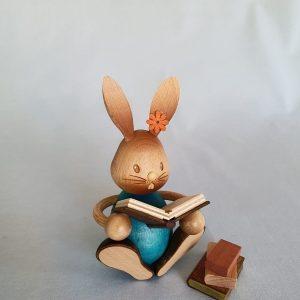 Kunststube Siegel Kuhnert Stupsi Hase mit Büchern