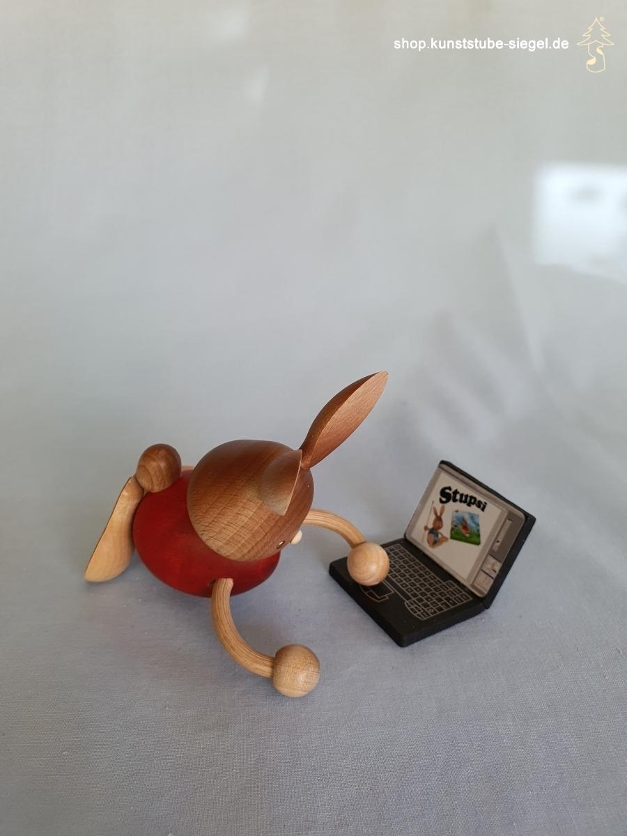 Kuhnert Stupsi Hase mit Laptop