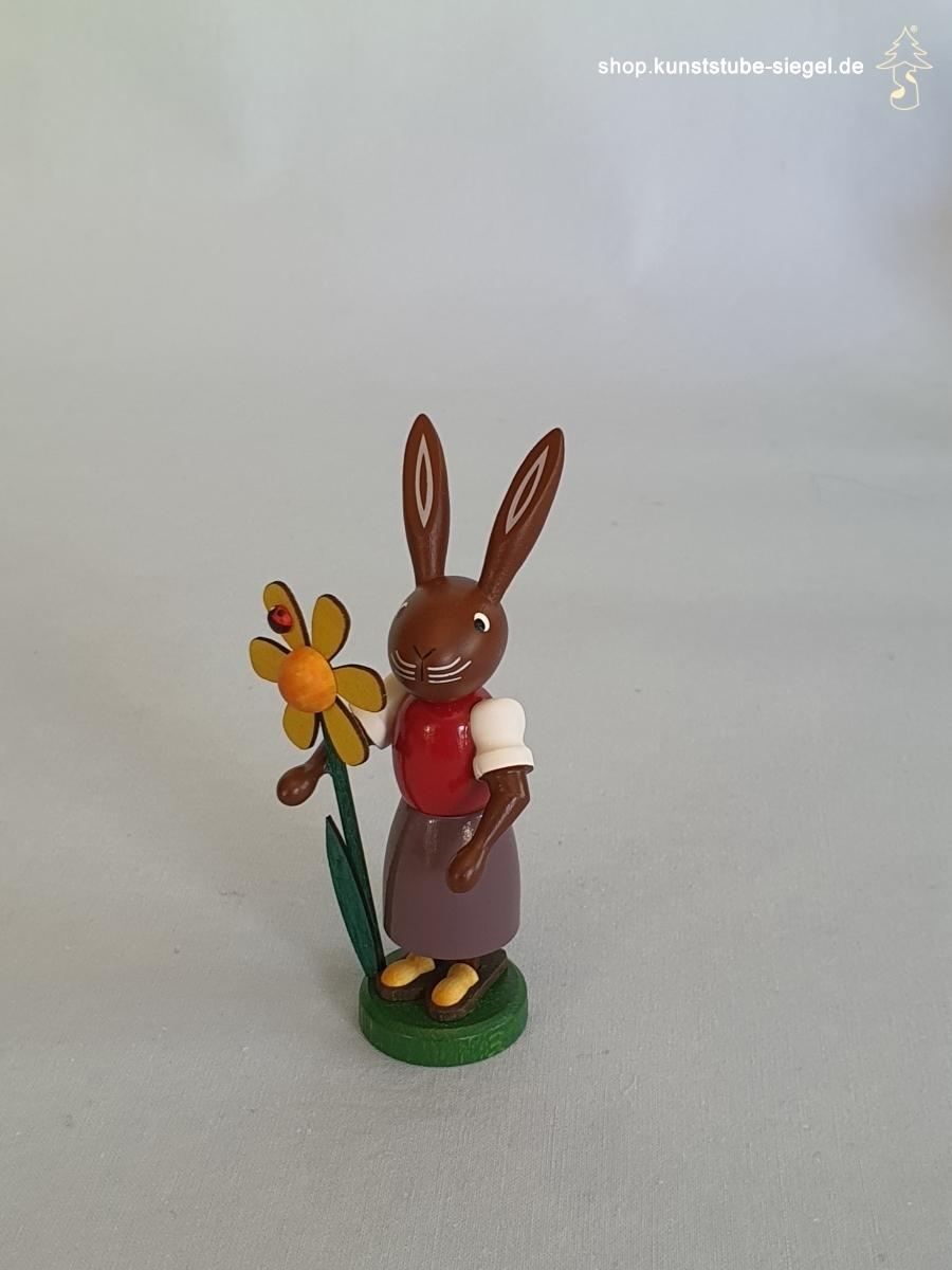 Preissler Häsin mit Blume