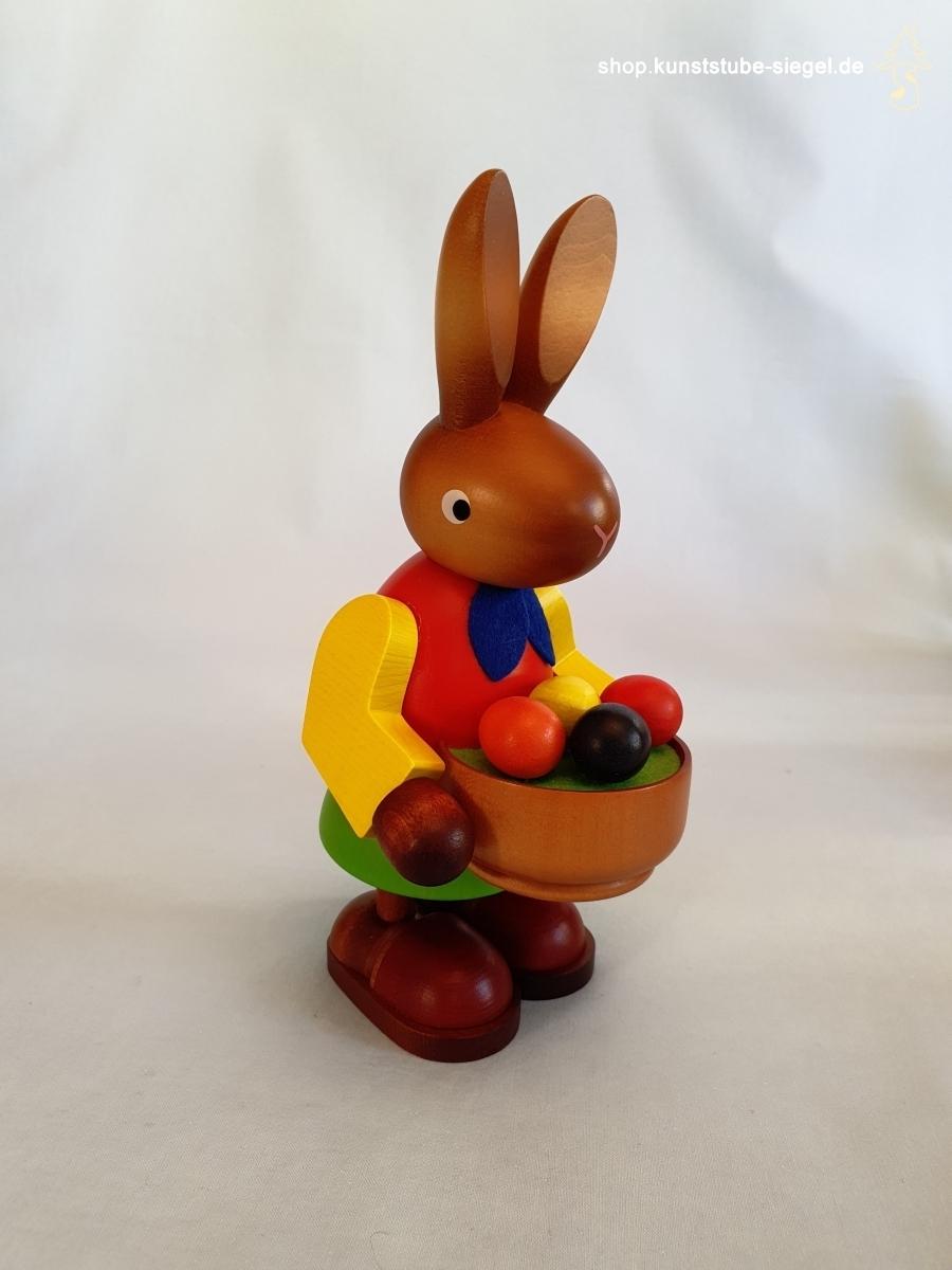 Hasenfrau mit Osternest