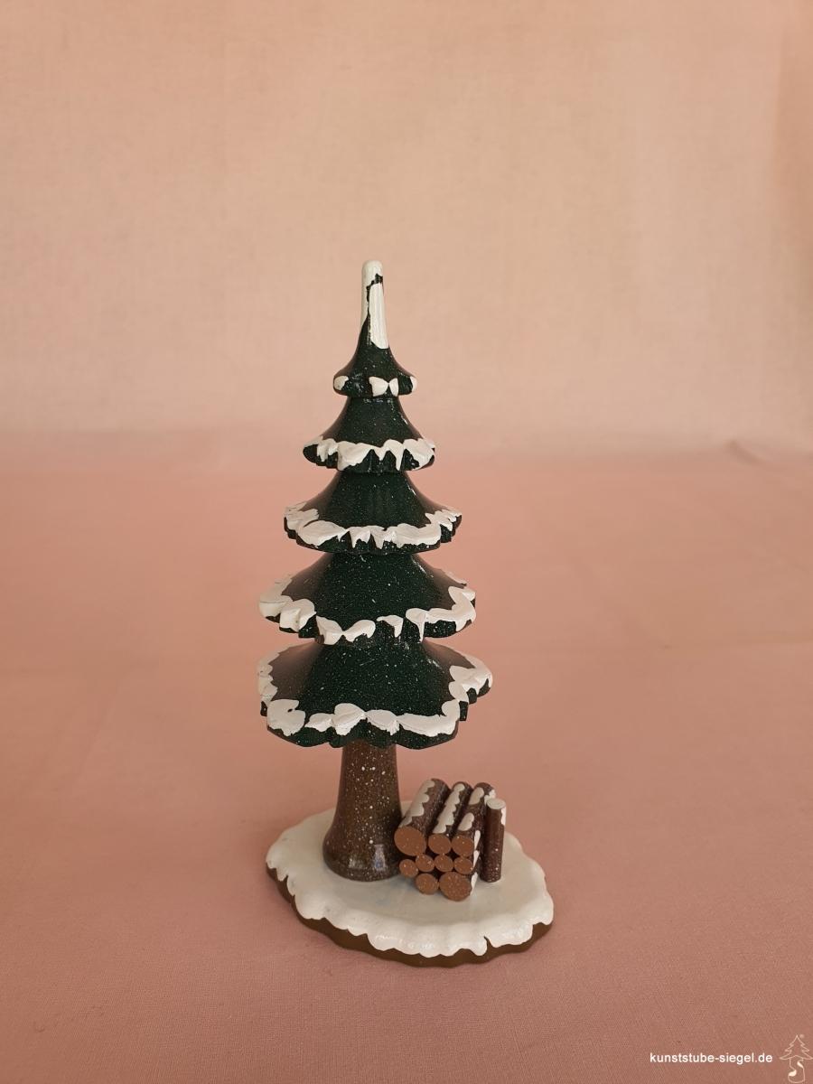 Hubrig Winterbaum mit Holzstapel