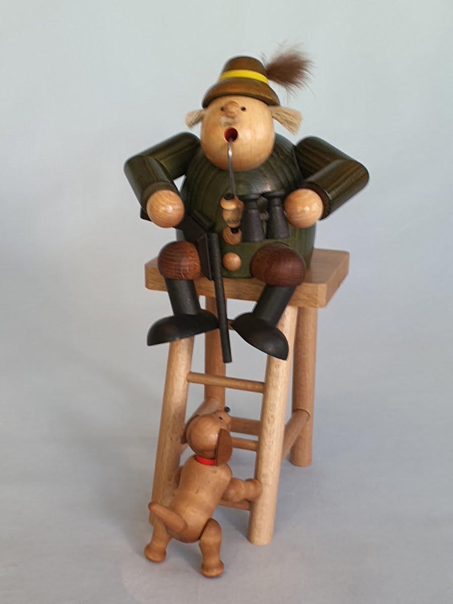 kwo-jaeger-auf-hochsitz-raeuchermann