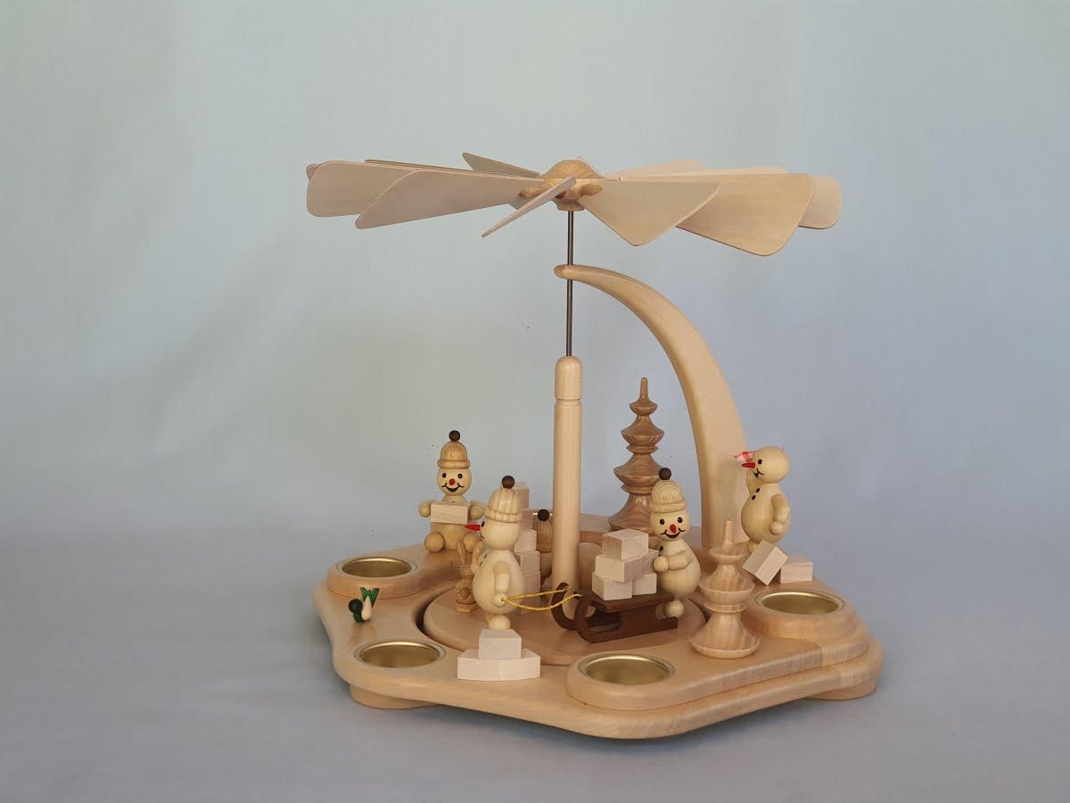 pyramide-wagner-junior-beim-iglu-bauen-natur