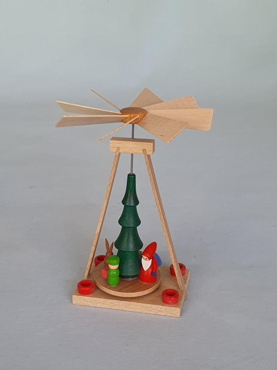 waermespielpyramide-weihnachtsmann-fabrig